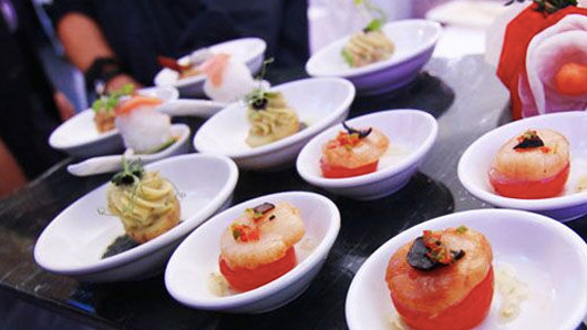 Canapes with butler service